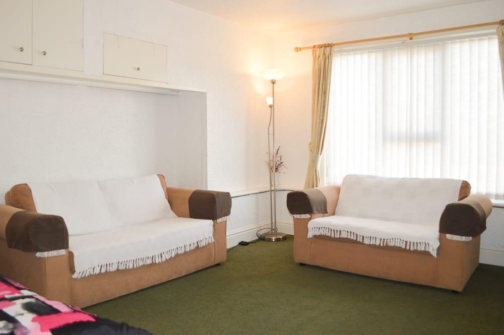 Flat 5 lounge 3