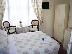 bedroom_02_win